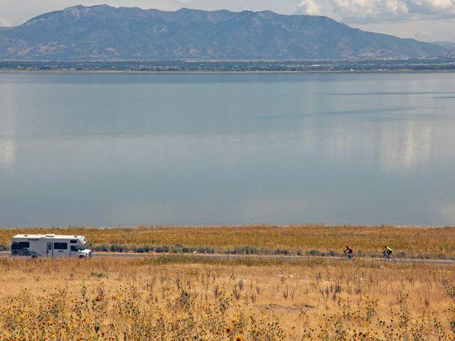 Camper langs meer in Amerika