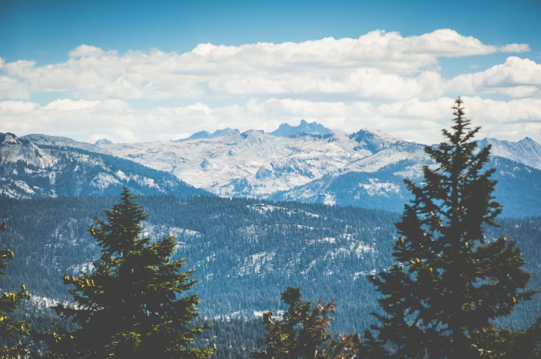 Besneeuwde bergtoppen Sequoia National Park