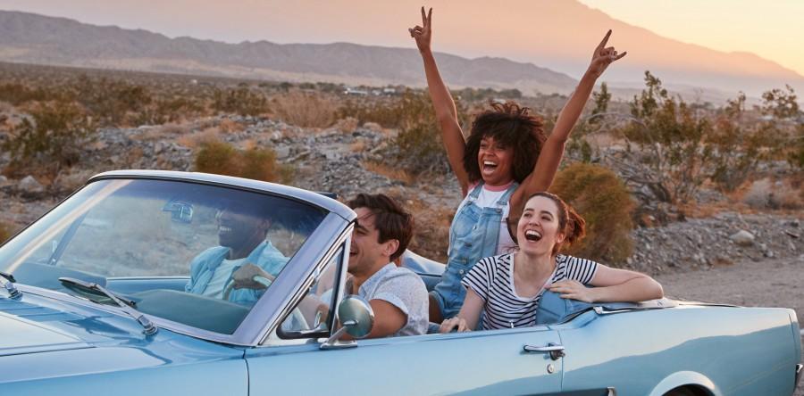 Afbeelding van Group Of Friends On Road Trip Driving Classic Conv KMQJDTG