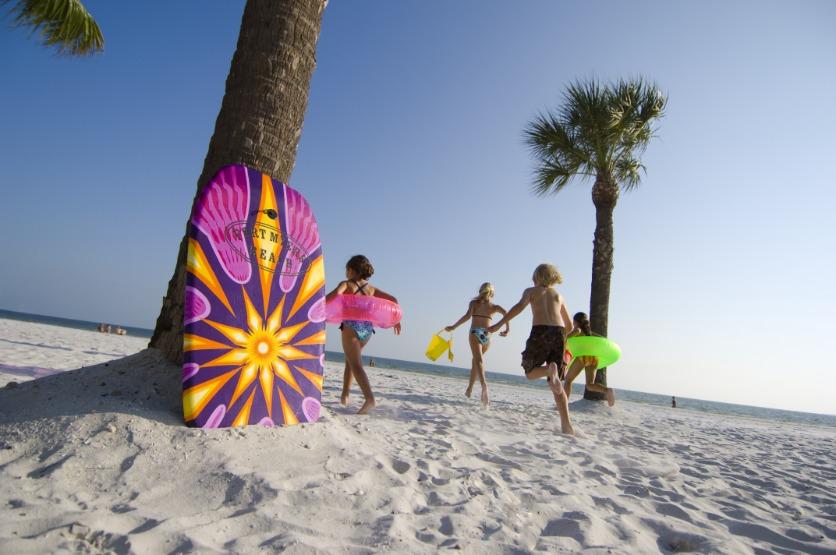 Kinderen op het strand van Fort Myers